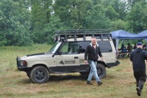 Land Rover Discovery i bagażnikiem dachowym