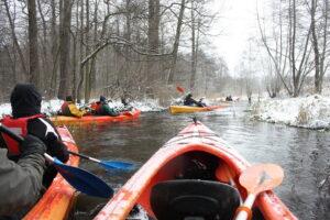 Spływ kajakiem na Wiercicy zimą